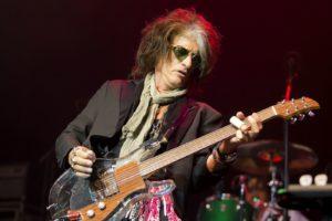 Guitarrista de Aerosmith: Joe Perry ingresado de urgencia al hospital