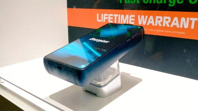 """Energizer presenta el """"smartphone"""" con una batería con más de un mes de carga"""