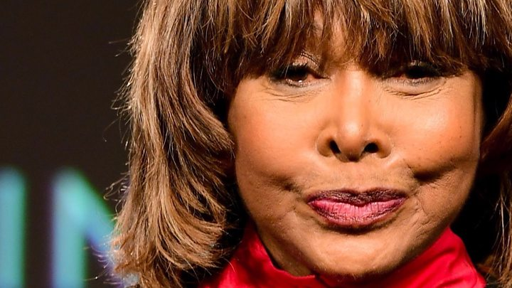 Tina Turner sigue abatida por el suicidio de su hijo
