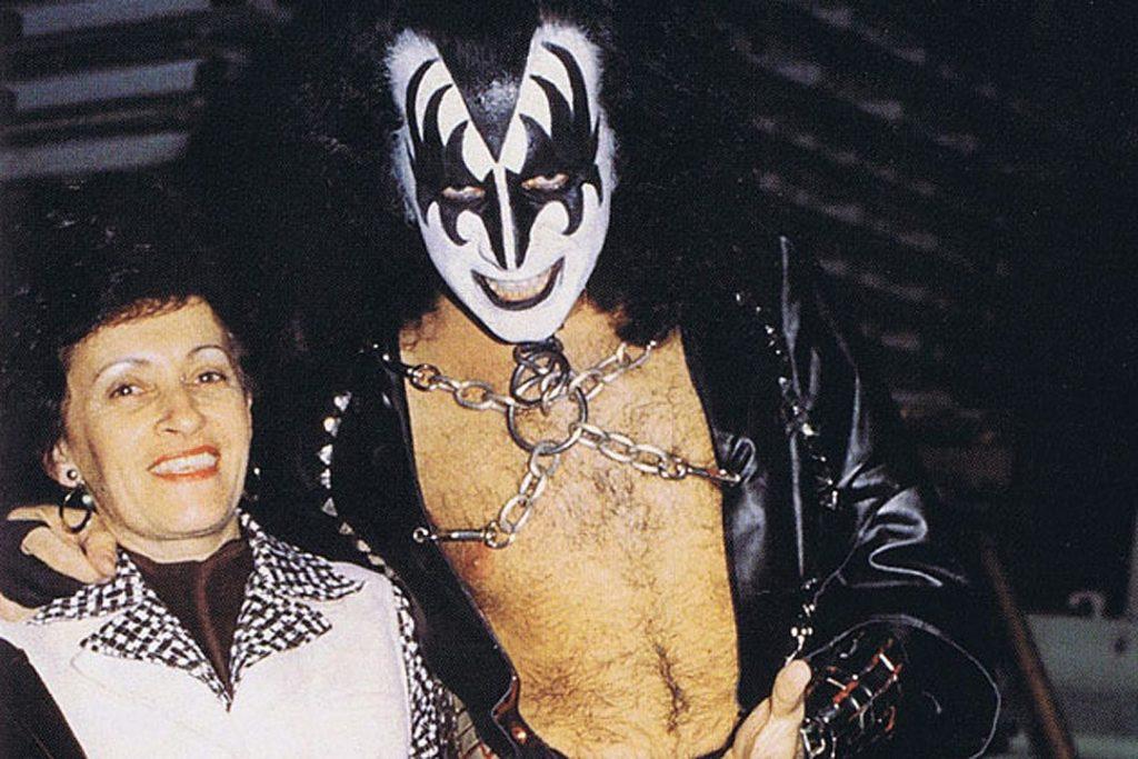 Muere la madre de Gene Simmons