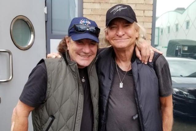 Brian Johnson y Joe Walsh preparan nuevas canciones