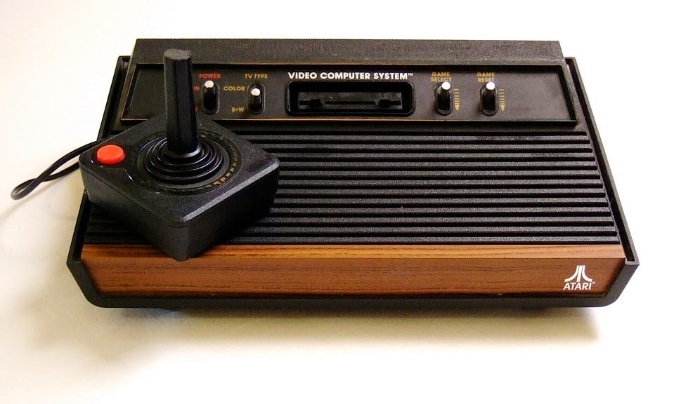 """En septiembre de 1977 sale al mercado el """"Atari 2600"""" iniciando la revolución de las videconsolas caseras."""