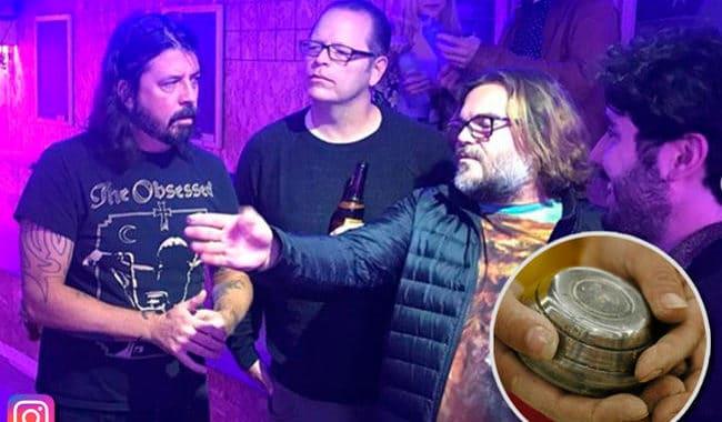 Foo Fighters, Weezer y Tenacious D jugaron tejo en Bogotá ¿adivinen quién ganó?