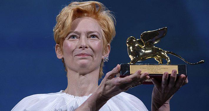 Tilda Swinton es premiada con León de Oro honorífico