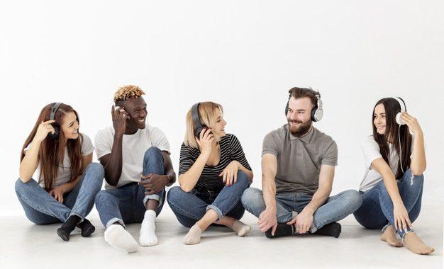 ¿Qué tanto influye el año de nacimiento en la música que escuchamos?