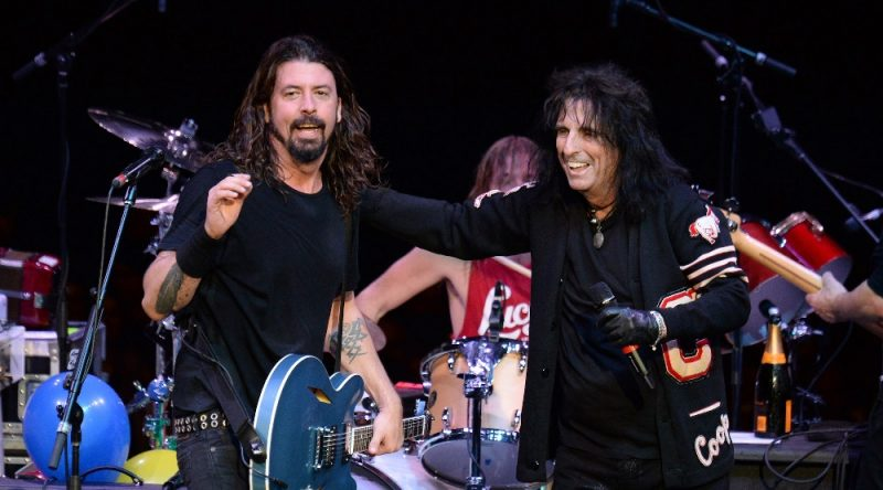 Alice-Cooper-y-Dave-Grohl