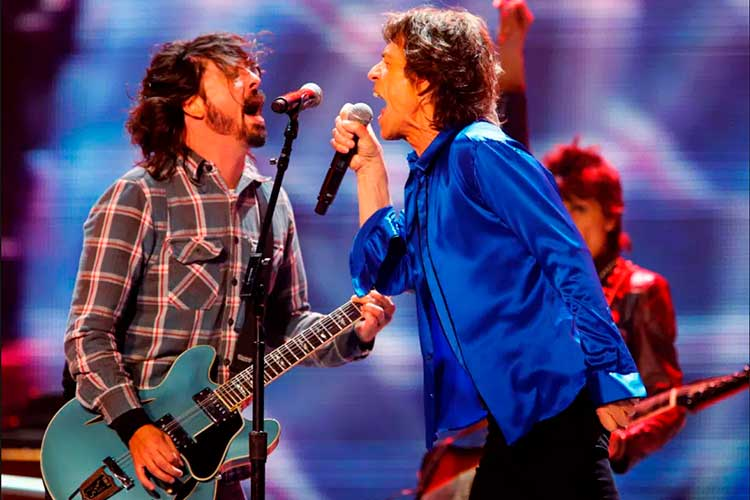 Dave-Grohl-Mick-Jagger-Easy-Sleazy